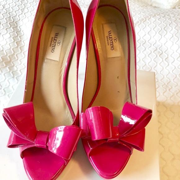 d92780a0ebb78 Valentino Bow Pump, Hot Pink, Sz. 39. M_5aa459519d20f08ede02fedb